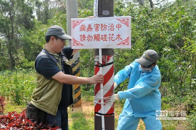 縣林務所在路旁豎立警告標示,提醒民眾注意。(李金生攝)