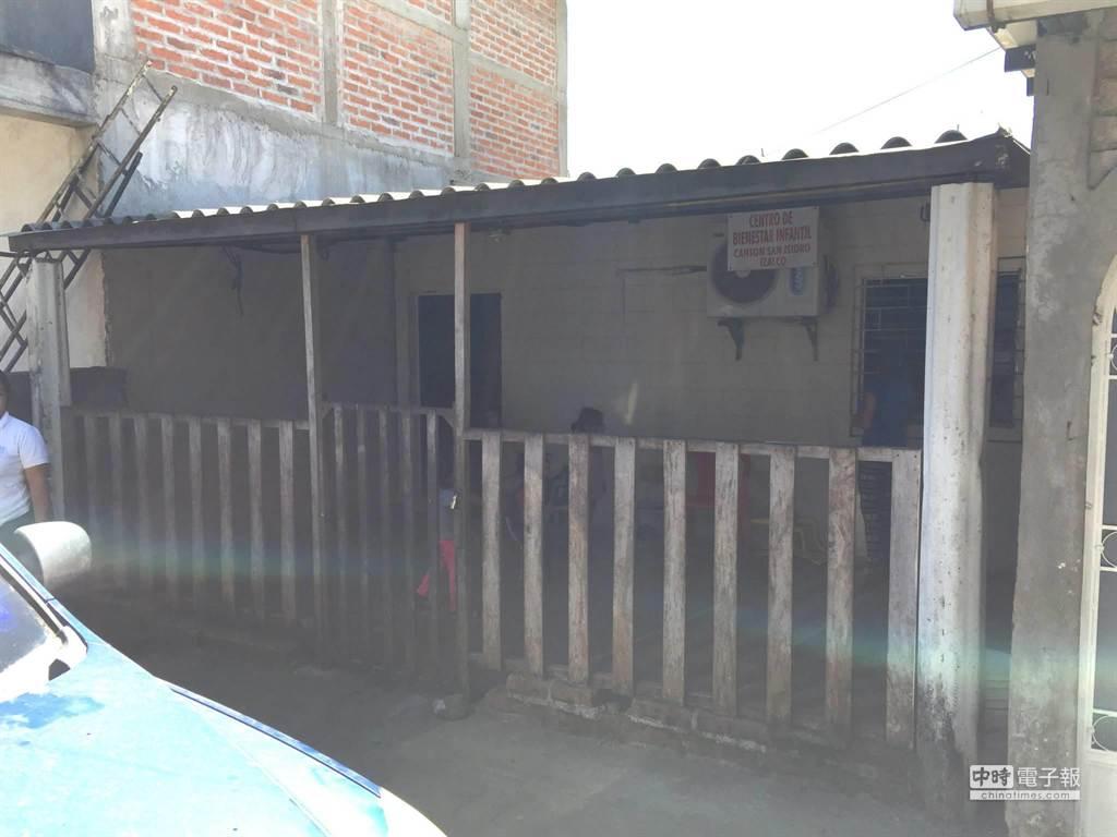 團隊成員實地走訪薩爾瓦多,發現當地提供幼兒學齡前教育的空間相當狹小,多半都以鐵皮搭建,幾乎照不到陽光。(陳安穠提供)