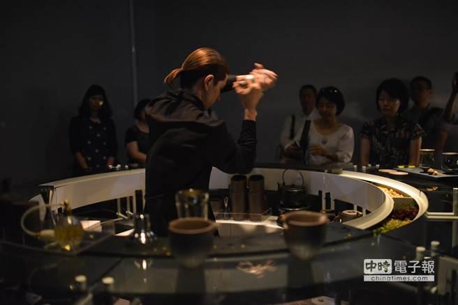 Tea Party 2《混得好in the mix》,結合喝茶、藝術與調酒手法,展現台灣茶藝的新活力。(陶作坊提供)