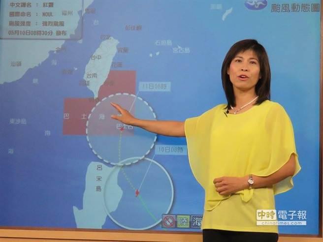 氣象局表示,紅霞已轉為強烈颱風,上午8時半發布海上颱風警報。(許瀚分攝)