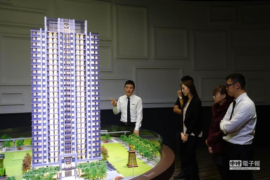台中8期「遠雄文心匯」新案,吸引許多香港客及區域型自住客購屋。(曾麗芳攝)