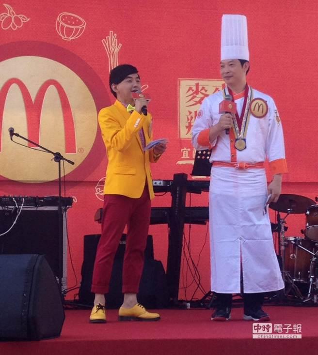 妙語如珠的主持人黃子佼穿麥當勞黃紅配色,活潑訪問金牌總舖師黃景龍。(郭家崴攝)