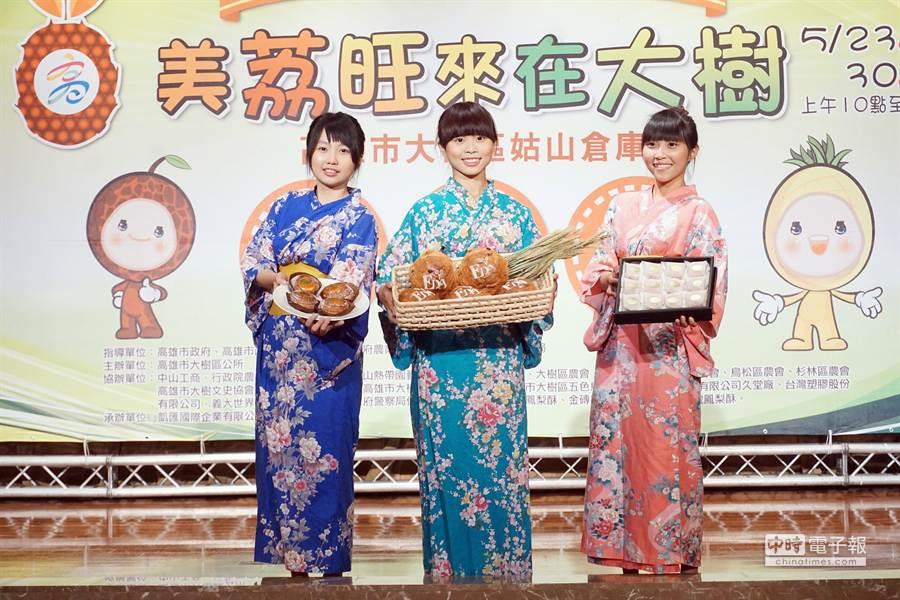 鳳荔文化節23日將登場,今記者會上搶先推出鳳梨、玉荷包製作的烘焙美食。(柯宗緯攝)