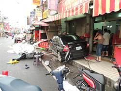 自小客車疑酒駕 暴衝入知名花生糖老店