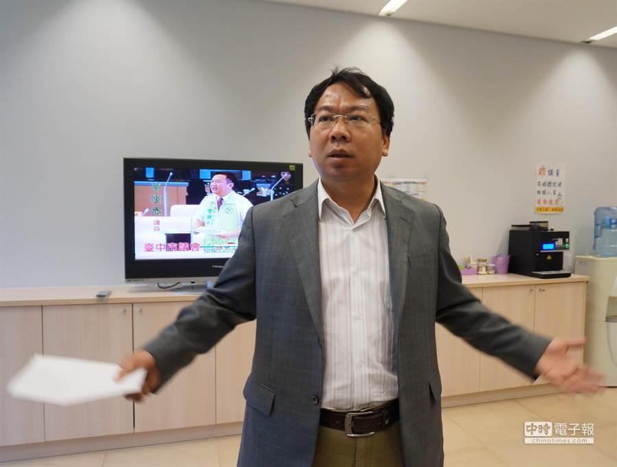 台中市議員謝志忠表示,希望和徐永明用民調來場君子之爭,由選民決定人選。(盧金足攝)