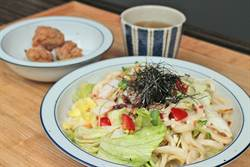 日式料理玩創意 烏龍麵也能做沙拉