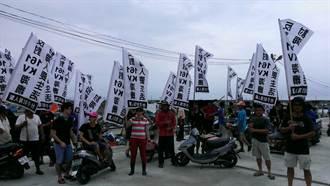 口湖鄉民反海纜 近60艘船出海抗議台電偷施工