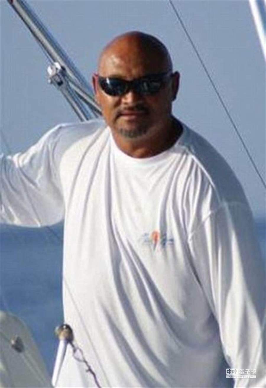 47歲男子藍尼斯跳入水中抓劍魚,反被劍魚的尖嘴刺死。(翻攝自《地鐵報》網站)