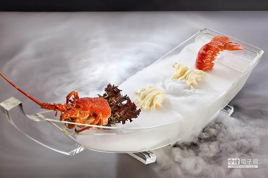 台北君悅酒店雲錦中餐廳6月起推出各種口味龍蝦美餚,並提供優惠價強力促銷,圖為台式口味「「騰雲駕霧龍蝦船」。(圖/君悅酒店)