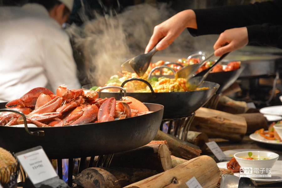 台北君品酒店明(6/1)日起每周二、四午晚餐都有「龍蝦12宴」,讓食客享受龍蝦吃到飽。(圖/君品酒店)