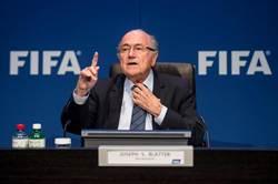 英官員籲採取一切手段 逼布拉特辭FIFA主席
