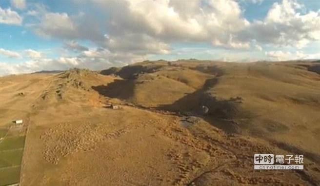 無人機不僅可幫助桑德斯放羊,也幫助他拍攝到很多紐西蘭令人驚異的絕美景色。(摘自國際在線)