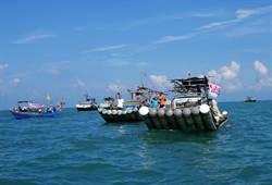 不滿高雄漁船越界  嘉義漁民海上嗆聲