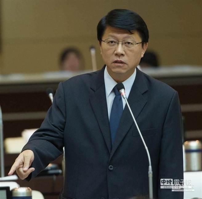 面對遠雄建設在台北市的大巨蛋開發案爭議不斷,國民黨議員謝龍介建議台南都發局長吳欣修與遠雄解約。(黃仲裕攝)