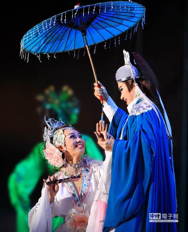 明華園2004年推出台灣第1部實境體驗劇《超炫白蛇傳》,顛覆傳統二元論及世俗看法,角色更多了「人味」。(圖/公視提供)