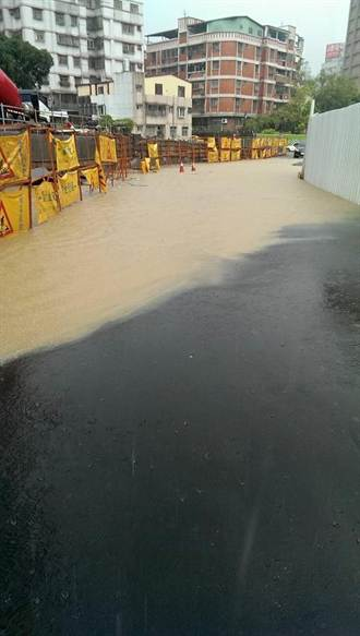 午後雷陣雨 新店、中和多處積水