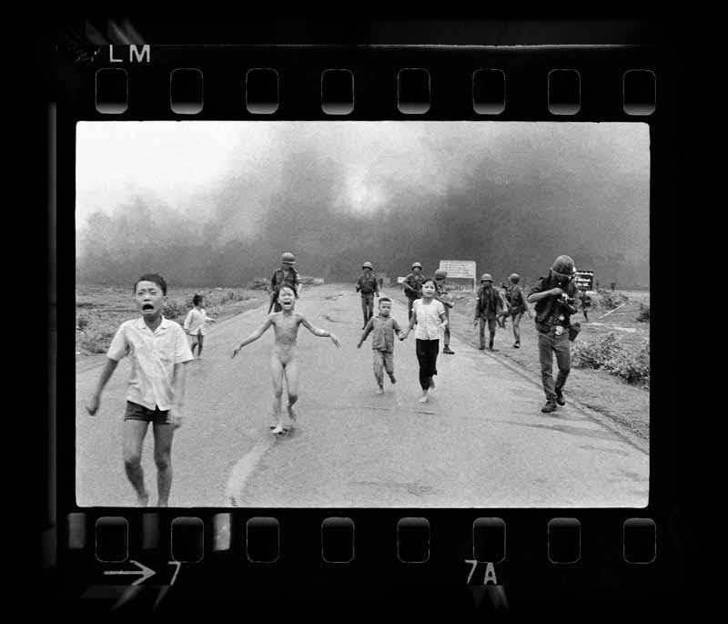 這張照片拍攝於1972年、後來獲得普立茲獎的照片,把戰爭對無辜平民的殘酷傷害呈現在世人面前。(圖/Beto Piccolo)