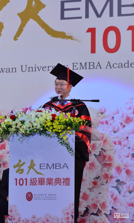 上海復旦大學管理學院長陸雄文說,全世界在改變,中國在改變,復旦EMBA學費變成台幣280萬元,台大EMBA學費20多萬元都變不了。(台大管院提供)
