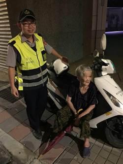 警用機車當座椅 熱心警護送迷途婦返家