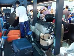 桃機行李輸送帶系統升級 行李堆成山
