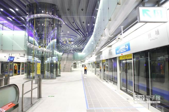 台北捷運頂埔站預計7月6日上午6點通車營運,未來由頂埔站搭捷運到台北車站僅需30分鐘。(張立勳攝)