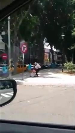 高中女兒拒回家 嚴母上演街頭擂台
