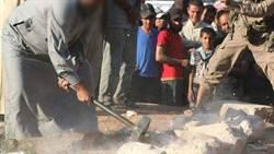 文物浩劫 IS敲碎敘利亞古城塑像