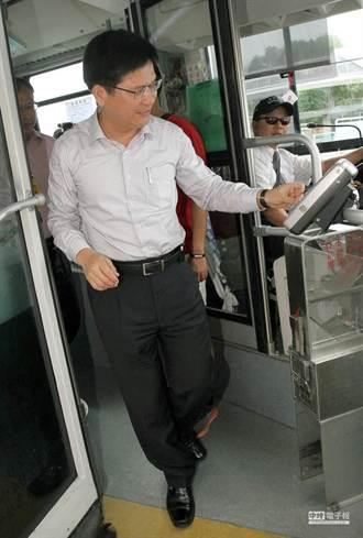 林佳龍搭優化公車 慰塵爆醫護、病患