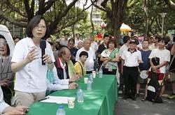 蔡英文出席「涼茶退火」專車活動