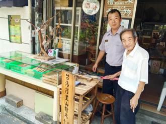 警破檜木竊案 88歲木雕師刻飯匙答謝
