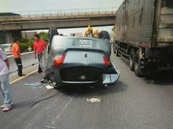 翻車僅皮肉傷 駕駛:繫安全帶就對了