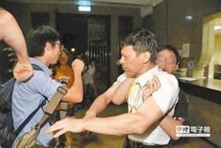 評教育部教官遭攻擊照片 柯:搞不好在跳舞