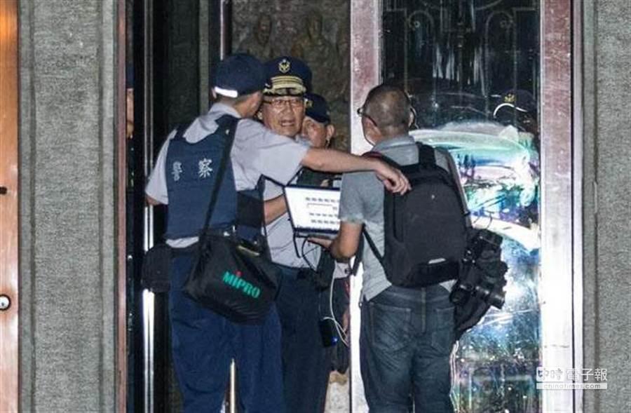 反課綱闖教部,記者翻牆採訪,北市警調查報告出爐,認定有違法行為。(本報資料照片)