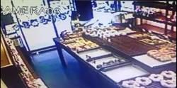 女賊偷麵包 辯稱:錢難賺
