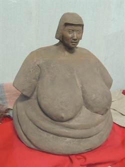 王明宗巨乳作品 引發情色、藝術爭議