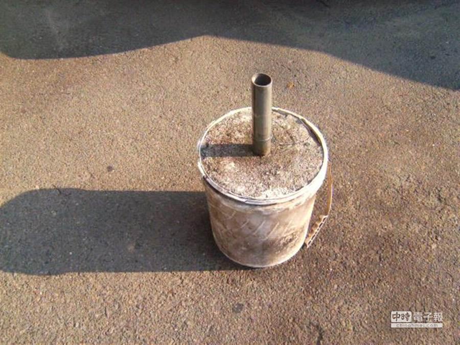 水泥柱。(吳敏菁翻攝)