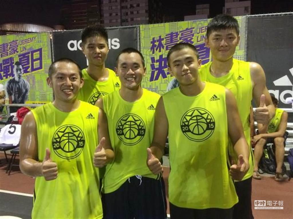 UT1隊順利拿下4on4決戰夏日冠軍。(黃及人攝)