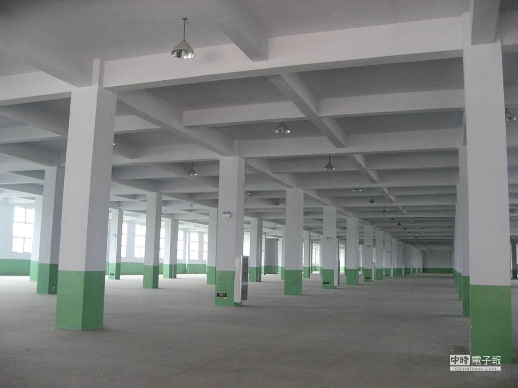 明亮的二層式廠辦合一廠房,第一年免租金,水電優惠。(陳邦鈺)