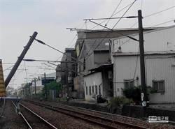 卡車肇禍致台鐵電車線斷 高雄台南間大誤點
