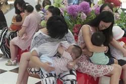 世界母乳餵養周 媽媽快閃餵奶