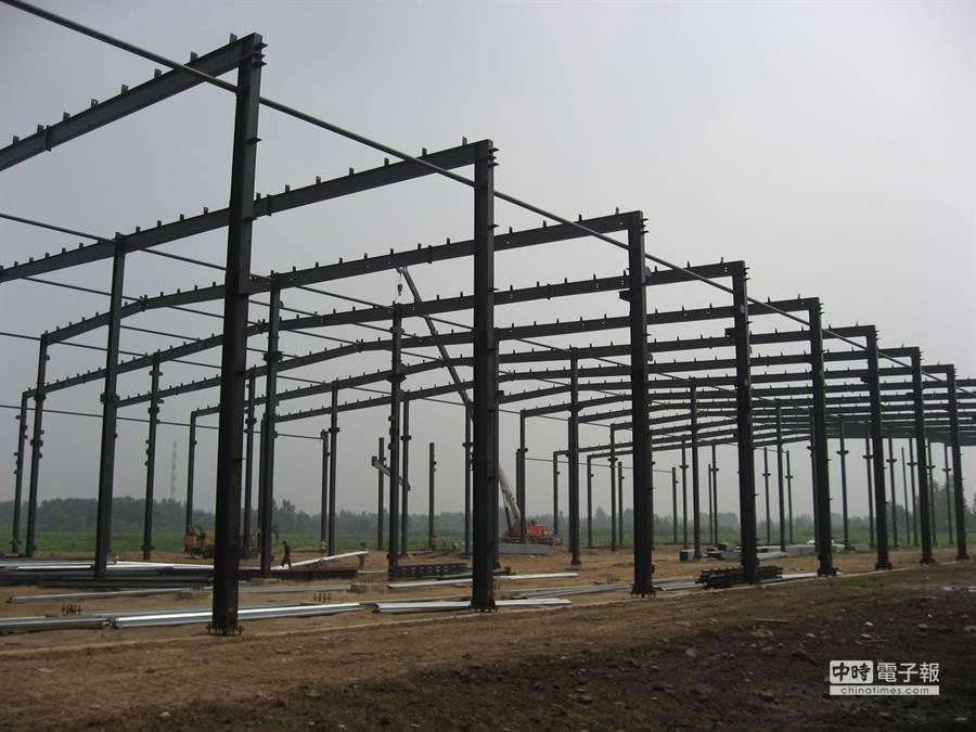 建築鋼骨結構踏實,濟陽強調要做就得有百年計畫。(陳邦鈺)