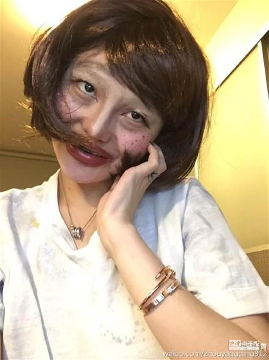 周揚青扮醜很放很開。(微博提供)