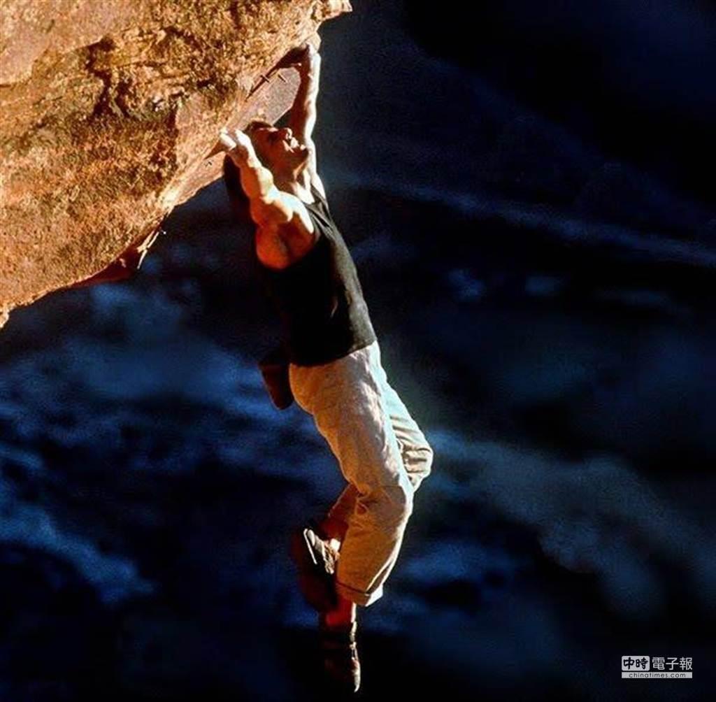 《不可能的任務2》的攀岩(圖/派拉蒙影業)