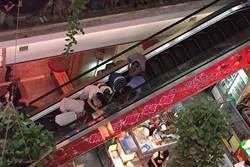 北京又見吃人手扶梯 男童腳被夾到休克