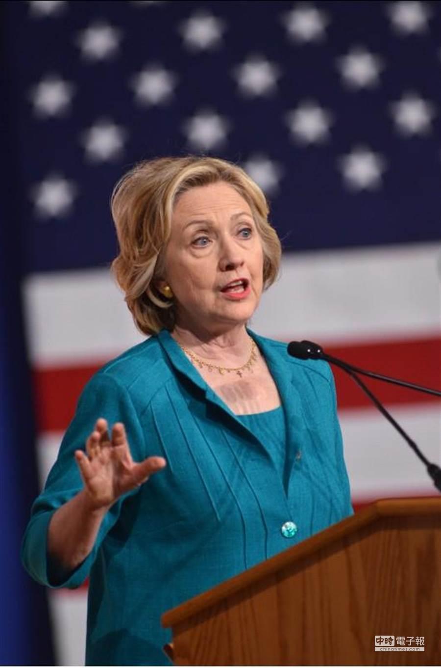 美國民主黨下屆總統參選人希拉蕊呼籲國會加速解除對古巴禁運。《紐約時報》報導,副總統拜登有意出馬挑戰希拉蕊。(美聯社)