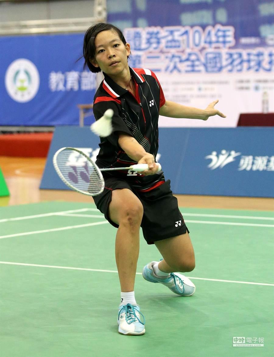 亞柏陳曉歡在全國排名賽擊敗土銀胡綾芳,生涯首度嘗到女單后冠滋味。(中華民國羽球協會提供)