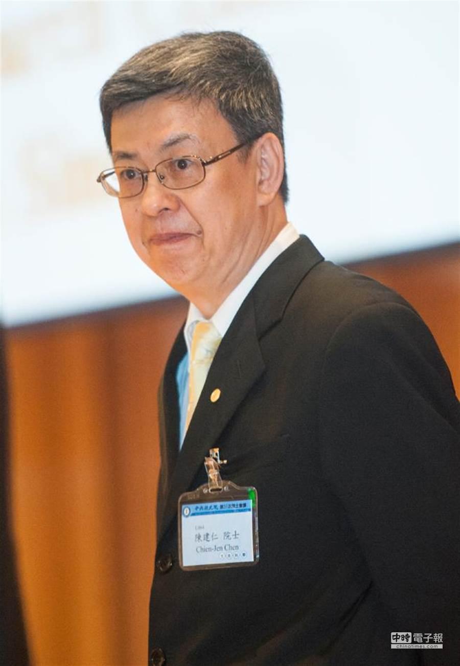 中央研究院副院長陳建仁罹患肺癌,手術住院4天不需化學與標靶治療,目前已痊癒。他說,多虧低劑量電腦斷層掃描(LDCT)長期追蹤,才得以早期發現。(資料照片,鄭任南攝)