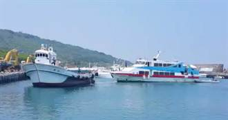 琉球交通船出包 24人海上漂1小時