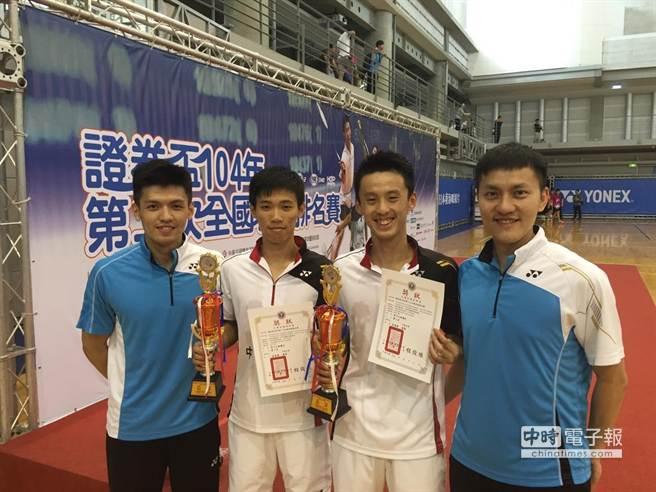 左起為羽球雙打教練黃博翊、大同高中選手盧震、大同高中選手林聖傑、單打教練楊鈞翔。(業者提供)