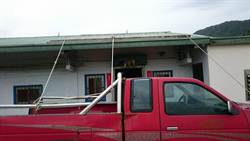 蘇迪勒撲台 民眾繩索綁卡車固定屋頂防颱